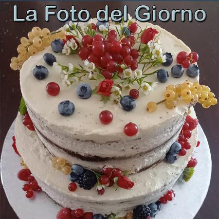 Naked cake al cioccolato e frutti di bosco, fotografia inserita da Rosalia Pintacuda il 17/10/2021