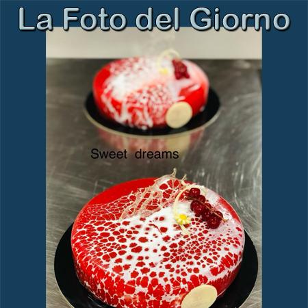 Sweet dreams, frolla alla nocciola, cheesecake, compo stadi frutti di bosco e glassa di lampone, fotografia inserita da Gennaro Volpe il 24/09/2021