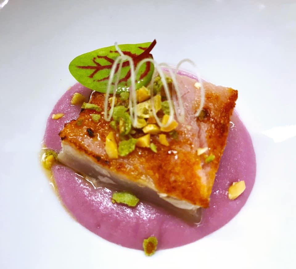Tataki di tonno su gelè di cipolla rossa di Tropea